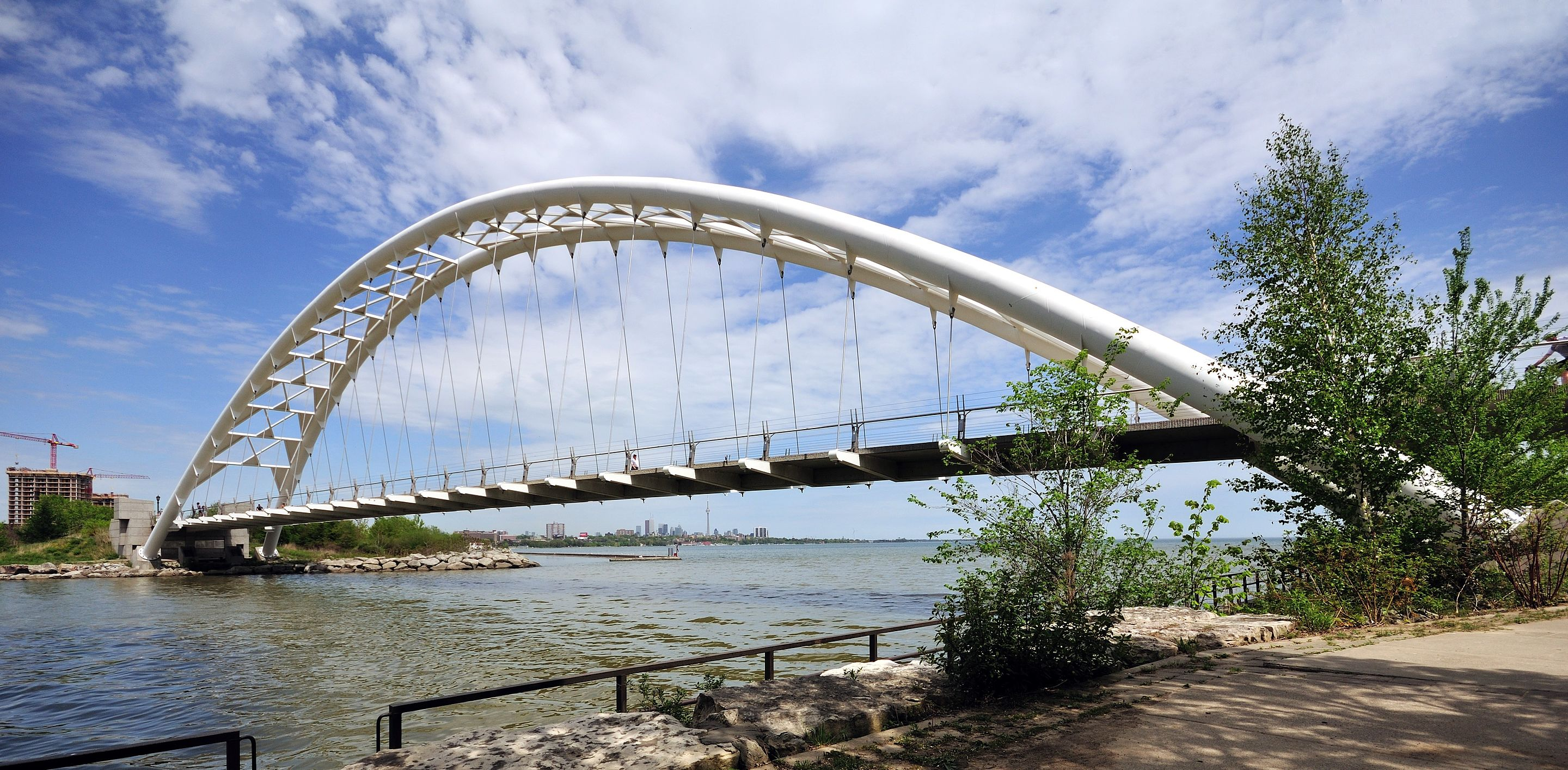 Toronto_-_ON_-_Humber_Bay_und_Humber_Bay_Arch_Bridge